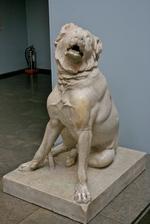 Скульптура собаки молосс